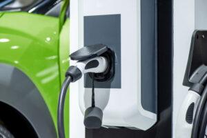 Aufladen einer Elektroauto-Batterie neue innovative Technologie